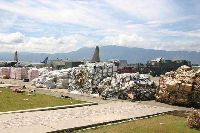 USN_Photo_Ramp_at_Banda_Aceh_050110_F_7428S_005